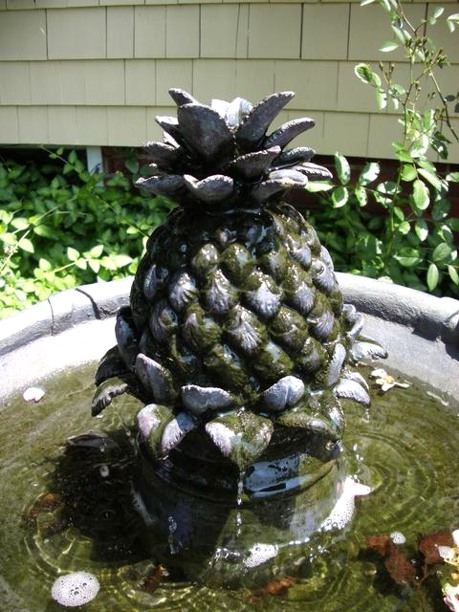 Pineapple Fountain (Pineapple, the symbol of Welcome) photo - photo by Tom Holz